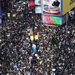 香港警察無視白衣人暴打民眾,1人命危:「反送中」7.21抗議發生什麼事?