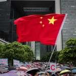 「打得好,一早應該打了!這群後生仔搞事搞那麼多天」BBC訪問香港警察支持者,還有人認同白衣人打人