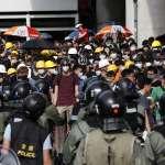 「白衣人」施暴之後,香港市民上街頭「光復元朗」!警民對峙再爆衝突