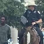 德州離譜白人警察騎馬、繩索牽著上銬黑人嫌犯逛大街 美國網友砲轟:這是重回19世紀蓄奴時代嗎?