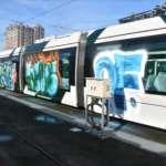 高雄輕軌3節車廂遭塗鴉 19歲男落網稱「只是因為好玩」