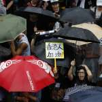 連續第11周!香港民眾勇敢發聲 風雨中擠爆維園「流水式集會」警方無法擋