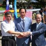 「郭柯王」結盟局勢底定?八二三紀念公園搭手合影 藍議員、韓粉、台灣國都到場抗議