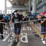 反送中》今日轉戰香港國際機場,示威者進行「機場交通壓力測試」,警方強力驅散