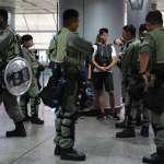 香港反送中》胡椒彈亂射、警棍亂揮,抗爭入夜持續延燒,港鐵再成香港警方鎮壓戰場!