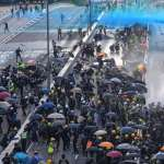 香港反送中》示威者不理會警方反對遊行,汽油彈、催淚彈、水炮車再現