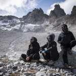 全球暖化帶來的「葬禮」! 瑞士冰川永遠消失 上百人穿黑衣「送行」
