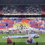 不要惹足球迷!抗議球團為中國市場提早開踢時間,法甲球迷看台排出巨大「雪山獅子旗」聲援西藏