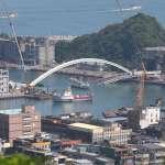 南方澳跨海大橋坍塌》通了!海軍徹夜趕工開闢臨時航道 首艘測試漁船上午安全通過