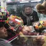 韓國整人專家藏身娃娃機台 ,超爆笑一秒擊潰各路高手,網友笑說:真的太壞了!【影音】
