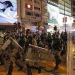 禁蒙面法引爆香港大示威》便衣警員落單遭圍毆,拔槍射擊14歲少年釀成重傷
