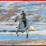 美軍衛星拍到金正恩身影?朝鮮日報:他在元山海邊騎馬、還有騎水上摩托車!