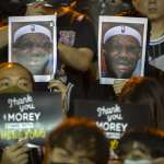 NBA》詹姆斯言論發酵,港民眾燒球衣抗議:黑人生命重要,香港人的命一樣重要