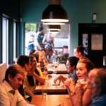 男女生約會,男方拿到正常菜單、女方卻拿到「無價格菜單」這家餐廳因性別歧視遭罰