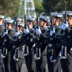 性別中立!紐西蘭皇家海軍展現包容形象 服儀新規定:男性可化妝、噴香水、戴耳環、擦指甲油