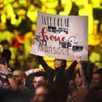 別露出來!遮起四肢穿上寬鬆上衣,WWE在沙烏地阿拉舉辦首場女子比賽