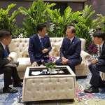 日韓貿易戰破冰!安倍晉三與文在寅在泰國王見王,兩人同意「以對話解決問題」