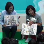 陪蘇巧慧給幼兒講故事 蔡英文:幼教準公共化每月6000元補助延長到3歲