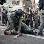 雙十一反送中》香港警察開槍鎮壓,兩名示威者倒臥血泊中