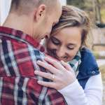 「我不知道你是誰,但我知道我愛你」妻子生產時因癲癇失憶,他寫書助妻喚回十年相戀點滴