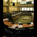 「2分鐘前才否決氣候變遷措施」⋯⋯洪水沖進義大利地方議會,史上頭一遭
