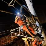 深夜出勤、清晨收班,他們在60公尺高空跟時間賽跑…揭秘高鐵最危險工作「高鐵蜘蛛人」