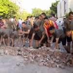溫水煮青蛙?駐港解放軍上街掃地,泛民派痛斥「違反基本法和駐軍法」