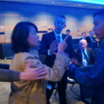 罵人「漢奸」還掌摑學生,中國記者孔琳琳大鬧英國保守黨年會,遭法院判刑、罰款