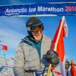 零下20度的長征,84歲跑者完成南極馬拉松創記錄:目標跑遍各大洲!