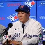 MLB》柳賢振穿新球衣秀法文 藍鳥翻轉成韓國最愛