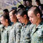 黑鷹殞落 國軍突擊兵訓結訓為罹難者默哀