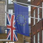 英國脫歐》告別歐盟酒紅色封面款式 英國護照換藍色增加國家認同