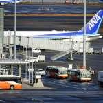 日本第4架撤僑專機返回東京,菅義偉證實:有兩名台灣人也一同撤離