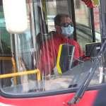 沉默大媽「無罩」硬上公車 全車乘客被迫下車怒吼:不要讓大家翻臉