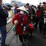鑽石公主號乘客下船後,被送往橫濱車站自行返家!專家看失敗的隔離政策:阻止傳播已不可能