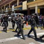 菲律賓馬尼拉商場保全不滿遭解雇 持槍挾持30名人質、僵持10小時後投降