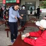 侯友宜訪泰山大科社區 關懷長者共餐及洗手