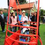 方便坐輪椅小朋友的遊具 中市三信公園有全市首座無障礙溜滑梯