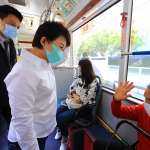 宣導搭公車戴口罩 盧秀燕陪民眾坐公車