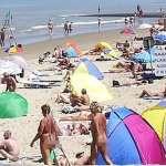可以裸體,但一定要戴口罩!捷克人群聚全裸日光浴,半數沒戴口罩遭警驅離