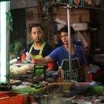 「沒有家人能養我,我只能自立自強!」新冠疫情衝擊生計 泰國小吃攤主展現奮鬥精神
