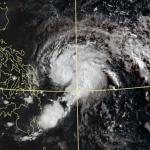 首颱黃蜂是個「大問號」!鄭明典解析:颱風+鋒面恐合體,將帶來這些影響