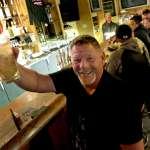 新冠肺炎》悶壞了!威斯康辛州最高法院推翻州長禁足令 酒吧馬上擠滿慶祝人潮