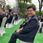 林佳龍大方請盧秀燕幫忙拍照 黃暐瀚按讚:選後當朋友,才是台灣原來的樣子