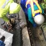 爆雨後高市環保局派員清淤 掃街車穿梭恢復市容