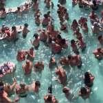 武肺病死破10萬人也不怕!美國人「憋不住」了...池畔派對狂歡像下水餃