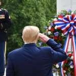 川普在陣亡將士紀念日向陣亡美軍致敬......不過他還是沒戴口罩