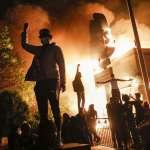 當白人警察用膝蓋壓死黑人》警察暴力+種族歧視,美國示威抗議潮全面引爆