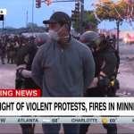 黑人就是罪犯?美國反種族歧視示威,CNN黑人記者現場報導卻遭警察逮捕!