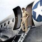二戰結束麥克阿瑟登陸日本後,如何震懾軍國主義份子?當年美國大兵「秀肌肉」照片全曝光